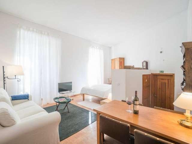 Studio apartment for rent in Graça, Lisbon