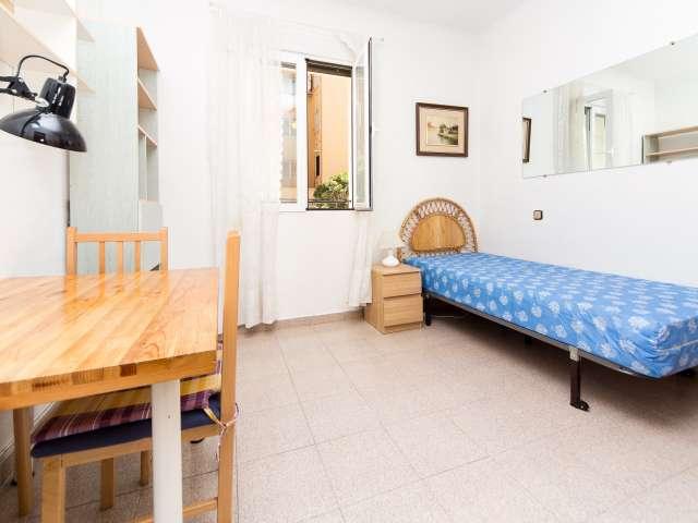 Ausgestattete Zimmer in einer 4-Zimmer-Wohnung in Argüelles, Madrid