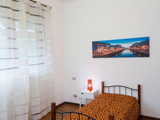 Ampia camera in appartamento con 4 camere da letto a Stazione Centrale, Milano