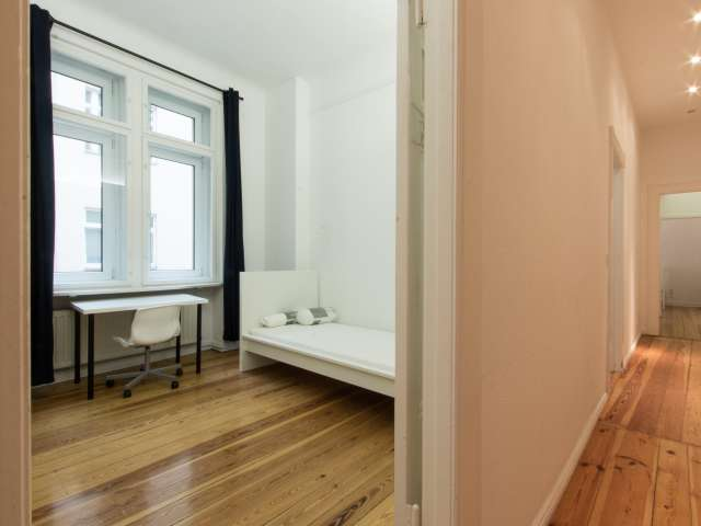 Zimmer zu vermieten in 6-Zimmer-Wohnung in Westend, Berlin