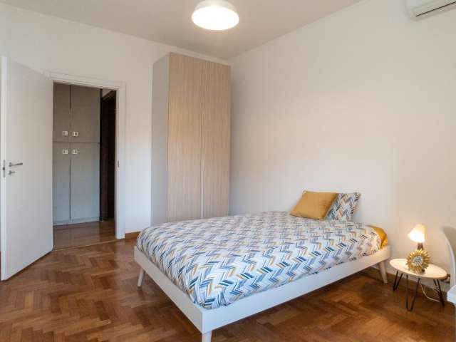 Room for rent in apartment with 4 bedrooms, Zona Solari