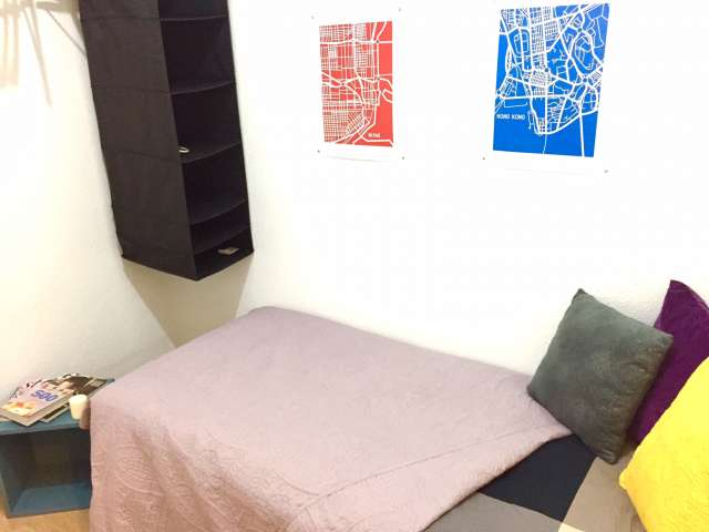 Acogedora habitación en apartamento de 5 dormitorios en Latina, Madrid