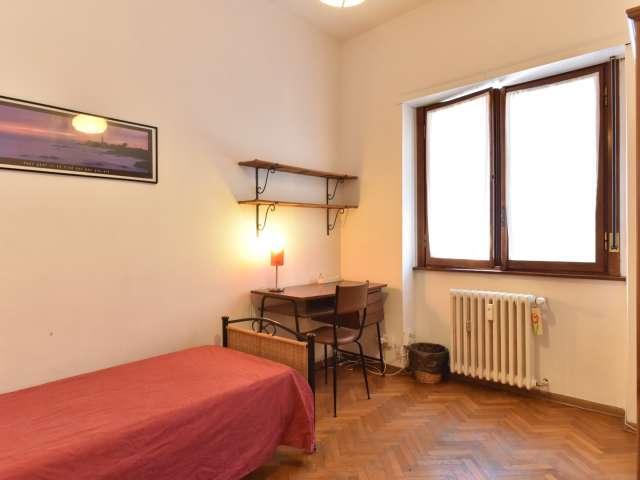 Camera interna in appartamento con 4 camere da letto a Roma 70, Roma