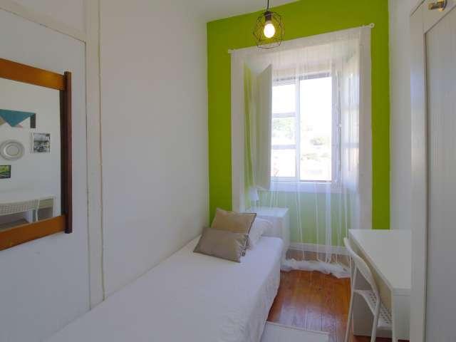 Quarto em apartamento de 6 quartos em Santo António, Lisboa