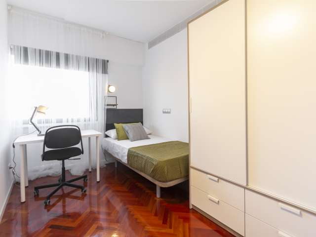 Room for rent in 9-bedroom apartment, Ciudad Lineal, Madrid
