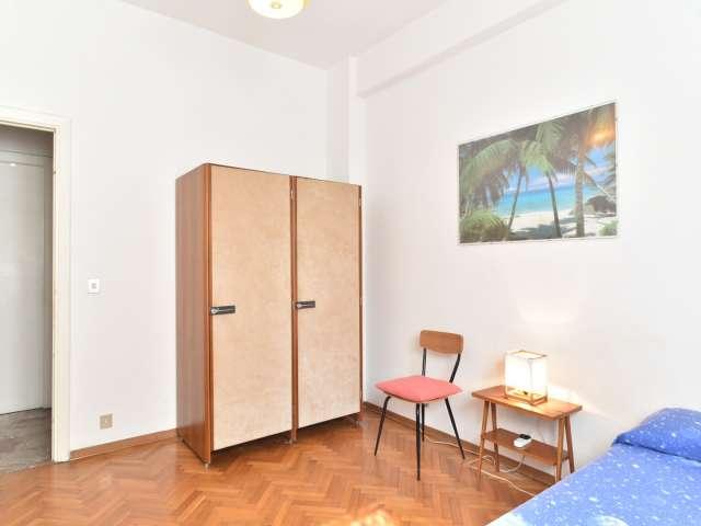 Camera singola in appartamento con 4 camere da letto a Roma 70, Roma
