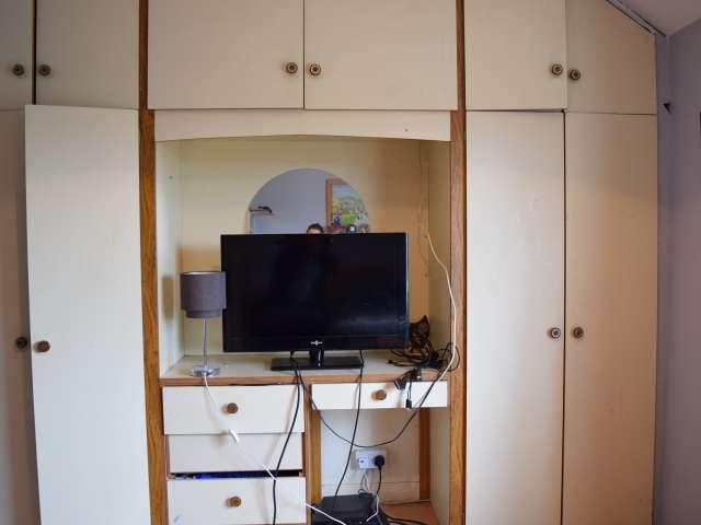 Habitación luminosa para alquilar en un apartamento de 2 dormitorios en Crumlin, Dublín