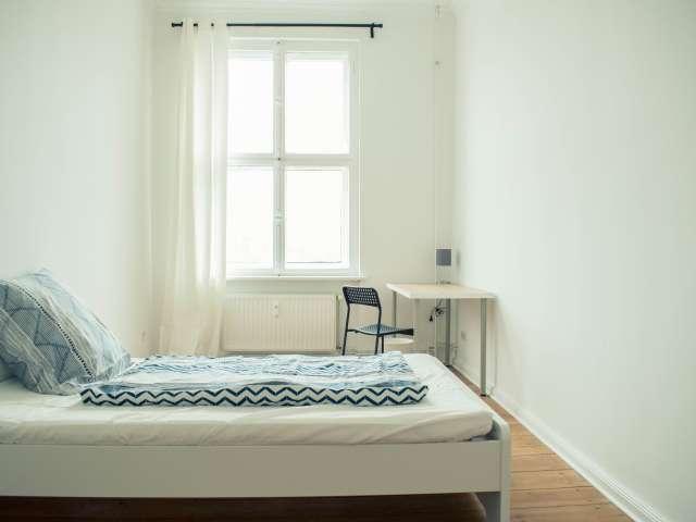 Sonniges Zimmer in Wohnung mit 5 Schlafzimmern in Mitte, Berlin