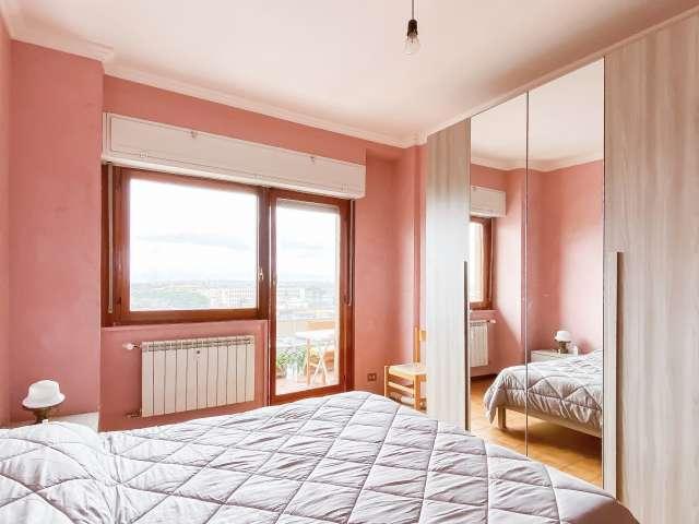 Camera in affitto in appartamento con 3 camere da letto a Tor Cervara