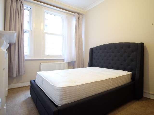 Furnished room in 3-bedroom flatshare in Camden, London