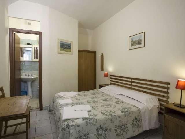 Stanza in affitto, grande appartamento con 8 camere da letto nel centro della città