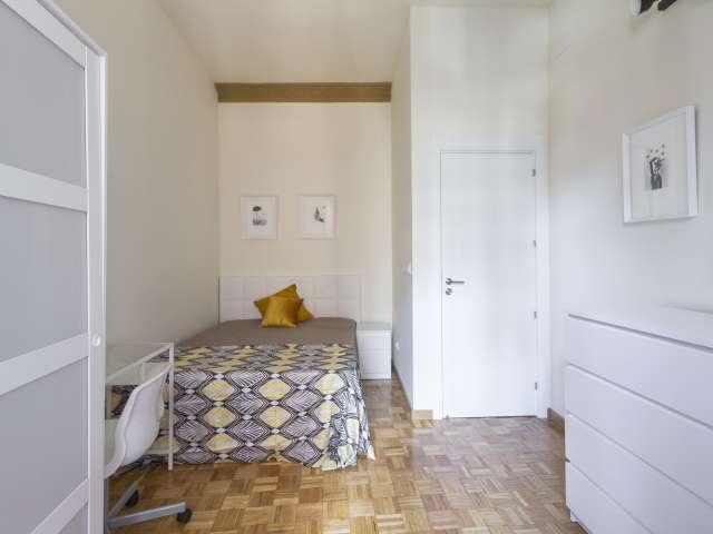 Helle Zimmer zu vermieten, 11-Zimmer-Wohnung, Malasaña Madrid