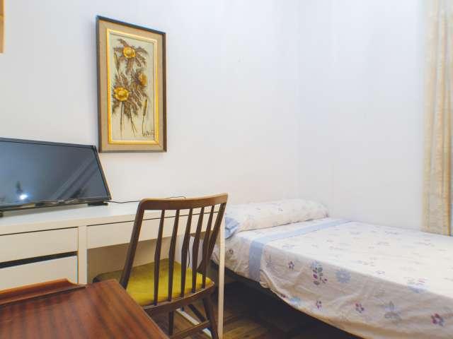Salle intérieure dans un appartement de 4 chambres à coucher à Tetuán, Madrid