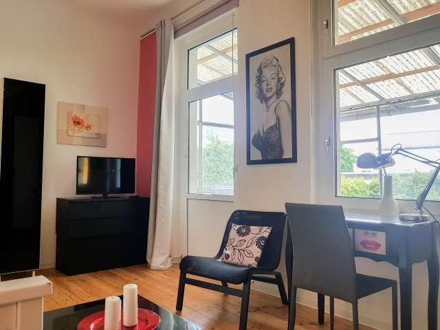 Einladendes Zimmer in 6-Zimmer-Wohnung in Treptow zu vermieten