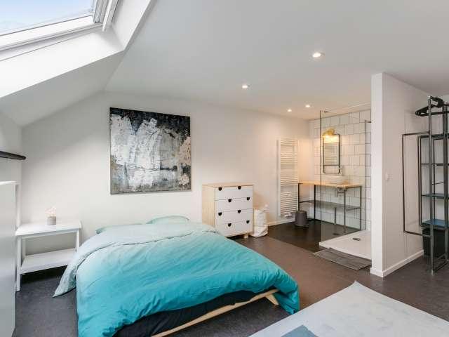 Room in 15-bedroom house in Saint Josse, Brussels