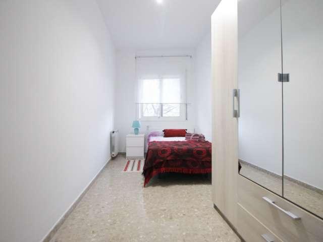 Bright room in 2-bedroom apartment in Badalona, Barcelona