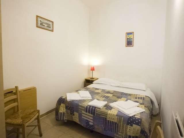 Camera in affitto in appartamento con 8 camere da letto, centro di Roma