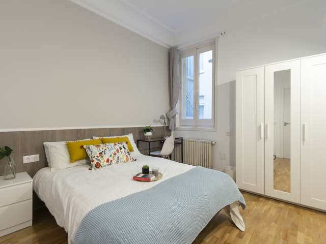 Modern room in 9-bedroom apartment in Retiro, Madrid