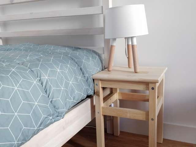 Quarto luminoso para alugar em apartamento de 3 quartos na Ajuda, Lisboa