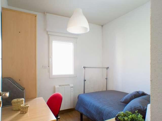 Belle chambre à louer, appartement de 4 chambres à coucher, Rios Rosas, Madrid