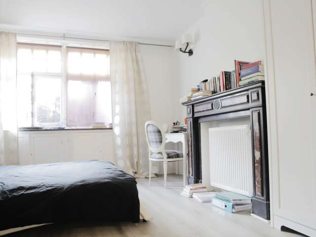 Large room in 3-bedroom apartment in Uccle, Brussels
