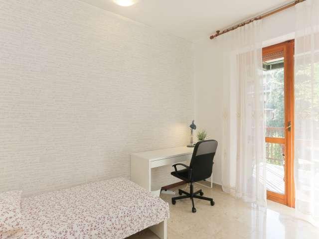 Sunny room in 4-bedroom apartment in Barona, Milan