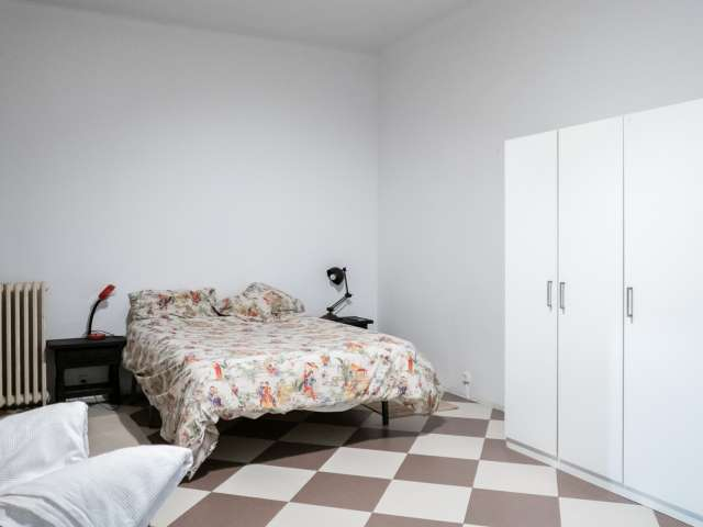Enorme habitación en apartamento de 3 dormitorios en Madrid Centro