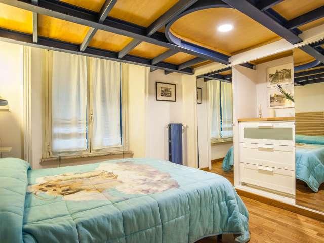 Accogliente camera in appartamento con 3 camere da letto a Prati, Roma