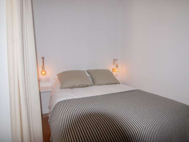 Se alquila habitación en apartamento de 6 habitaciones en Centro, Madrid.