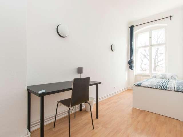Schönes Zimmer zur Miete in einer Wohnung mit 5 Schlafzimmern in Berlin