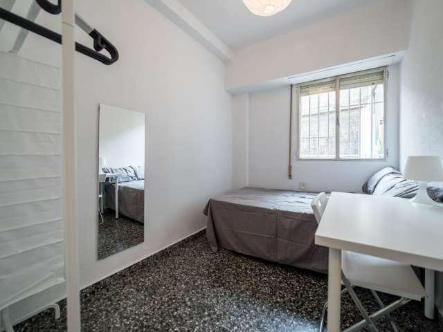 Interior room in 6-bedroom apartment in Extramurs, Valencia