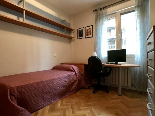 Habitación luminosa en alquiler en apartamento de 3 dormitorios, Centro