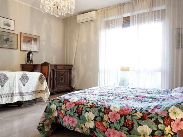 Room for rent, 6-bedroom apartment, Navigli