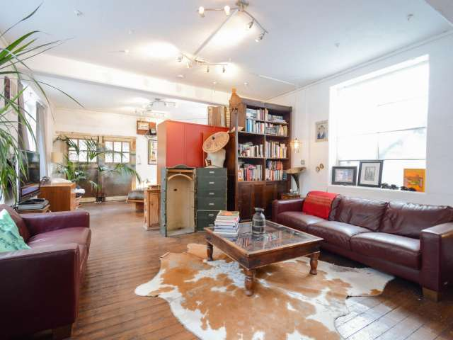 Studio flat to rent in Hoxton, London