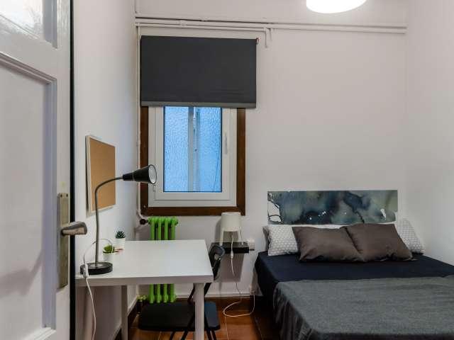 Double room for rent, 8-bedrooms, L'Esquerra de l'Eixample
