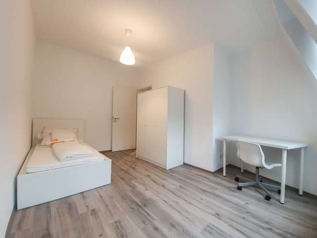 Sonniges Zimmer in 4-Zimmer-Wohnung in Kreuzberg