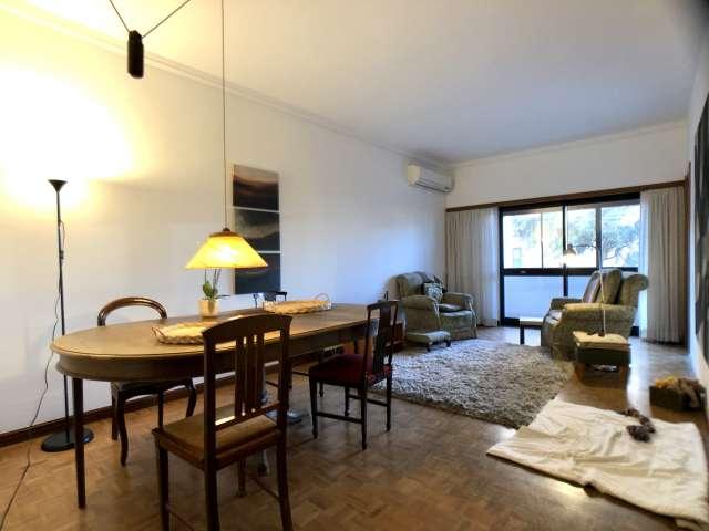 Rooms for rent in apartment in São Domingos de Benfica