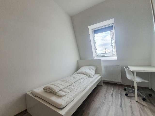 Zimmer zu vermieten in Wohnung mit 4 Schlafzimmern in Kreuzberg