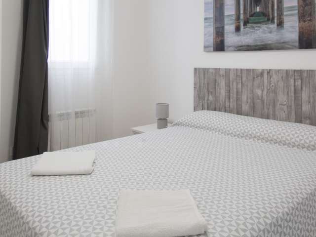 Furnished room in 3-bedroom apartment in Imperial, Madrid