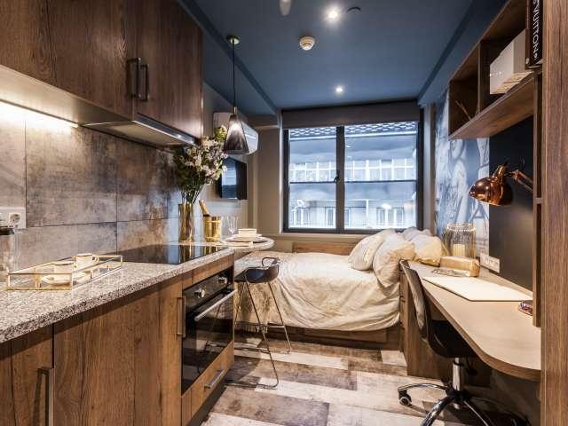 Luxury student studio for rent in Santo António, Lisbon
