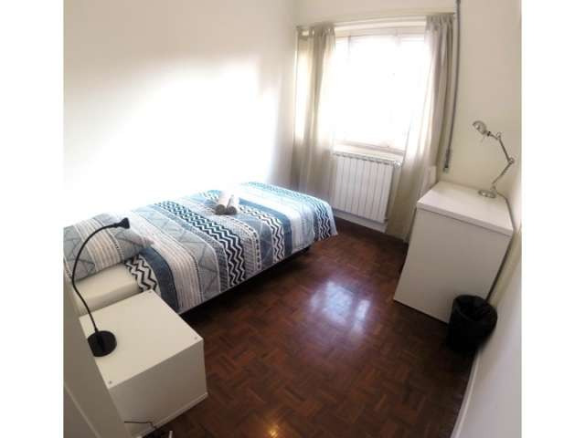 Room for rent in 10-bedroom apartment in Lisbon