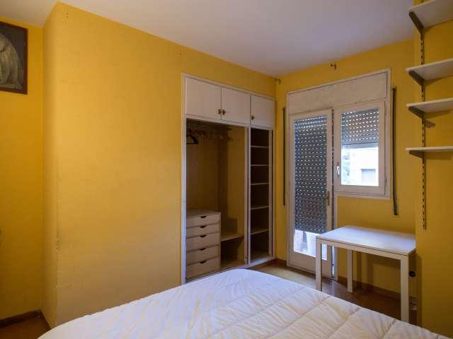 Tidy room in 4-bedroom apartment in Horta-Guinardó Barcelona
