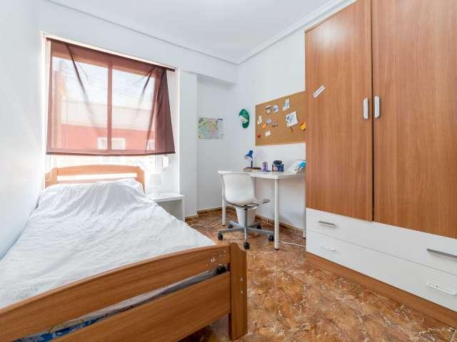 Agradable habitación en piso de 4 habitaciones en Algirós, Valencia