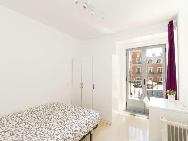 Luminous room in shared apartment in Puerta del Sol, Madrid