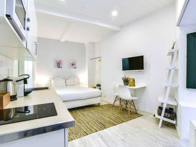 Studio apartment to rent in Castelo, Lisbon
