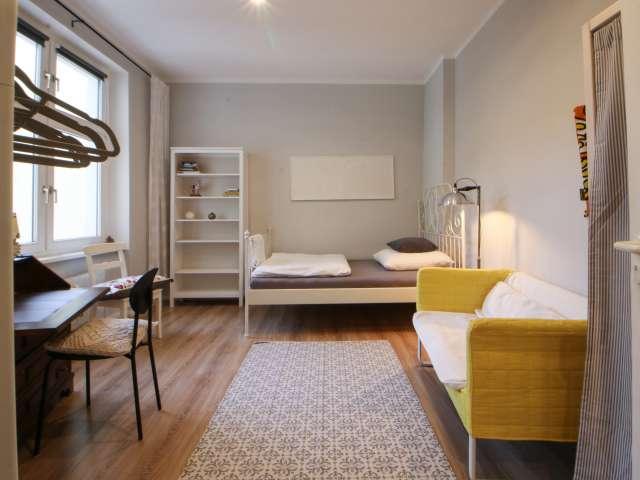 Helles Zimmer in 3-Zimmer-Wohnung in Reinickendorf, Berlin