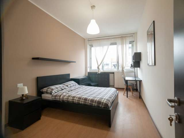 Tidy for rent in 12-bedroom apartment in Bicocca