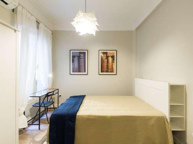 Light room in 5-bedroom apartment in Salamanca, Madrid