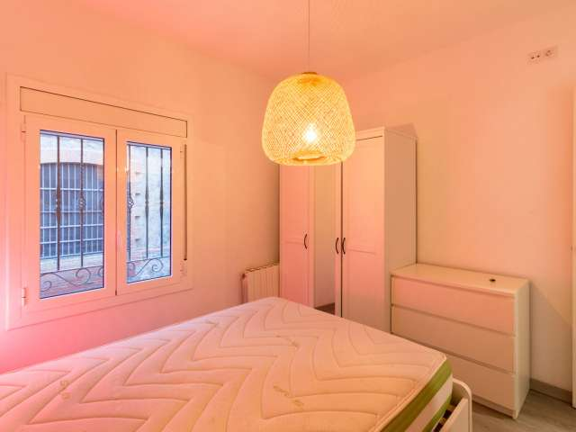 Room for rent in 2-bedroom apartment in Poble-sec, Barcelona
