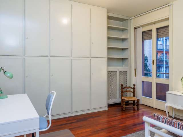 Furnished room in 3-bedroom apartment in Zona Solari, Milan